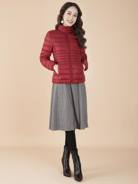 Áo khoác lông vũ B9COA009D đỏ rượu